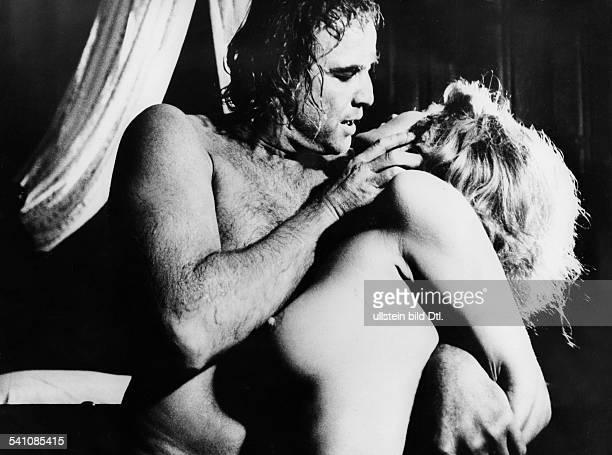 Brando Marlo *Schauspieler USAmit Stephanie Beacham in'Das Loch in der Tür' 1971