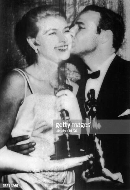 Brando, Marlo , Schauspieler; USA, OSCAR-Verleihung:, Grace Kelly für 'Das Mädchen vom Lande', Marlon Brando für 'Die Faust im Nacken', - 1955