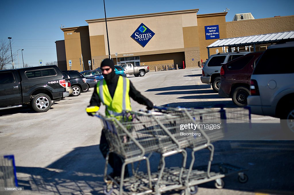 Brandon Berchtold collects shopping carts outside a Sam's Club store in Peoria, Illinois, U.S., on Wednesday, Jan. 2, 2013. The International Council of Shopping Centers is scheduled to release U.S. chain store sales data on Jan. 3. Photographer: Daniel Acker/Bloomberg via Getty Images