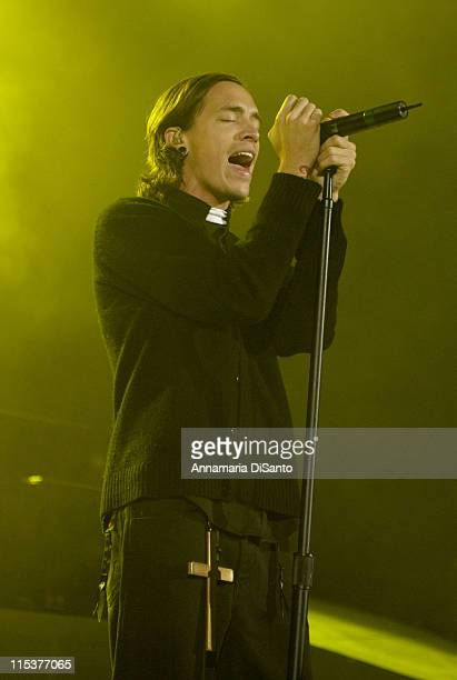 Brandon Boyd Incubus lead singer dressed as a priest performs Madonna's 'Like A Virgin'