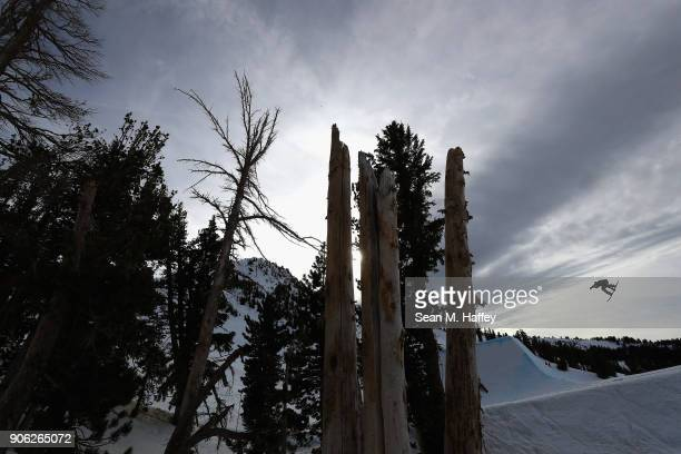 Brandon Davis competes in the qualifying round of Men's Snowboard Slopestyle during the Toyota US Grand Prix on on January 17 2018 in Mammoth...