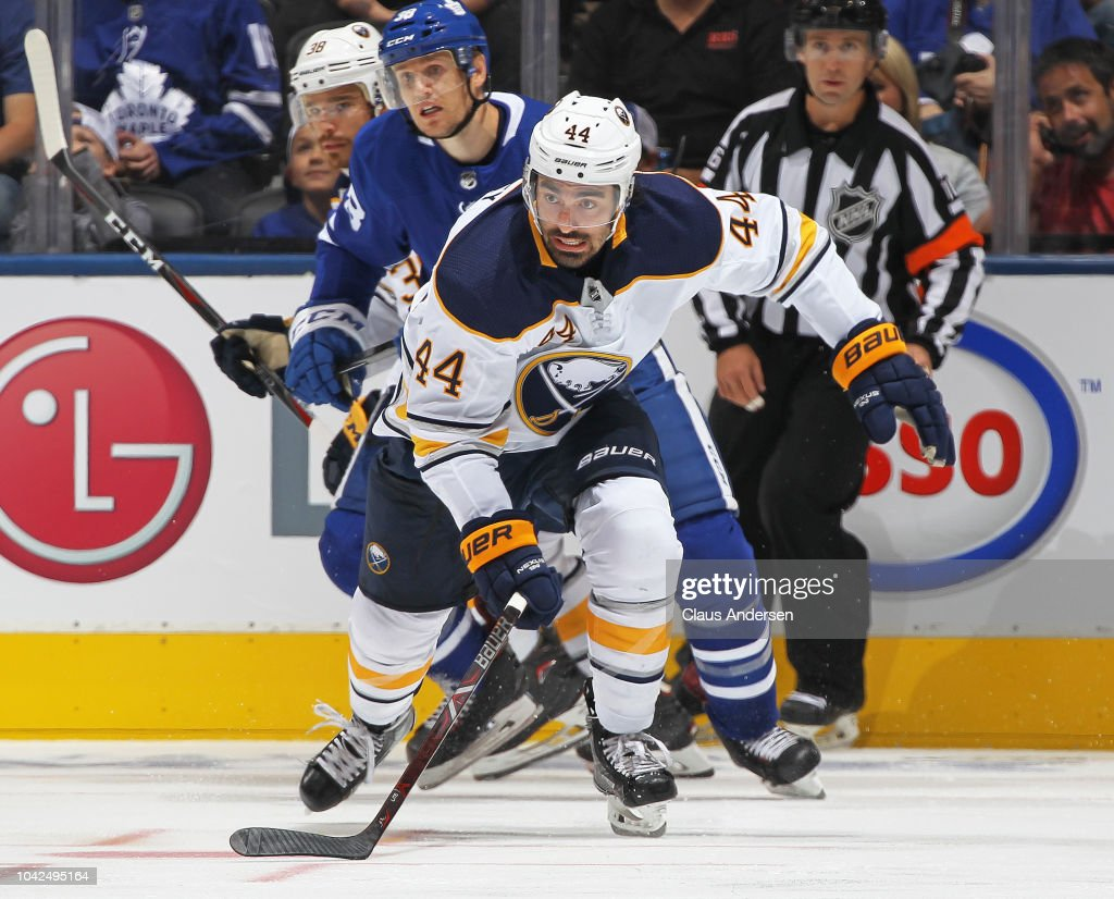 Buffalo Sabres v Toronto Maple Leafs : News Photo