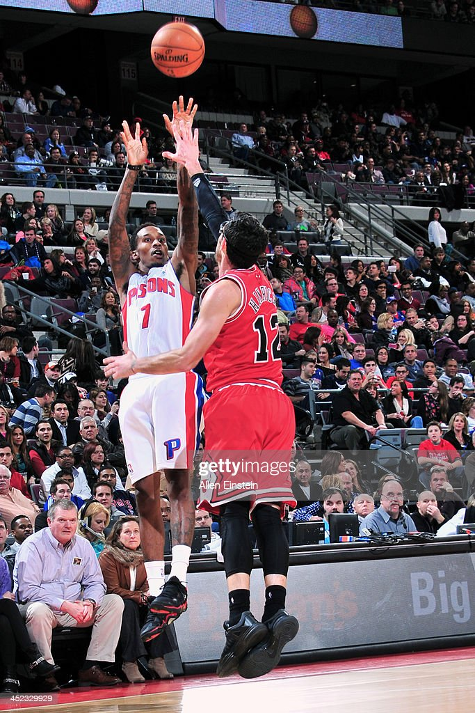 Brandon Jennings #7 of the Detroit Pistons shoots the abll against the Chicago Bulls on November 27, 2013 at The Palace of Auburn Hills in Auburn Hills, Michigan.