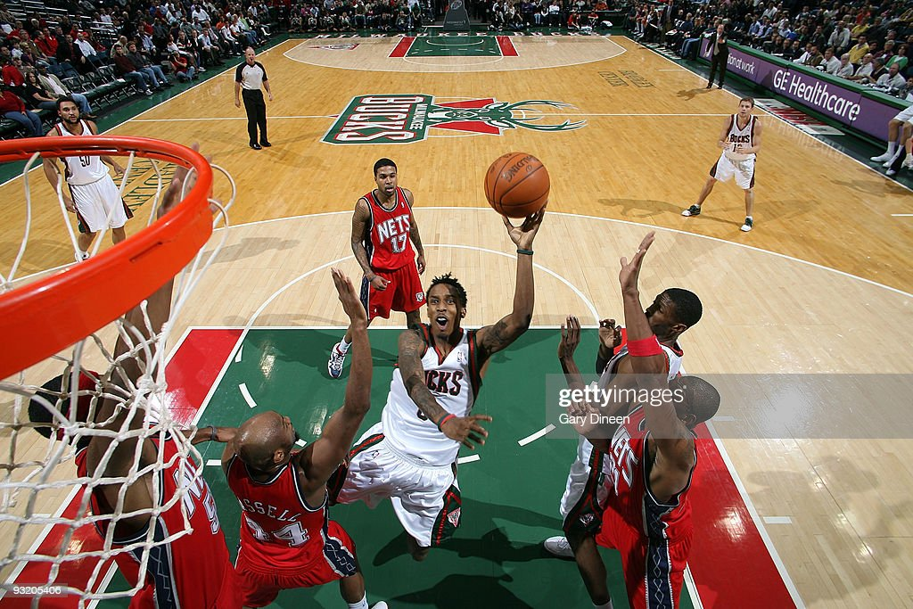 New Jersey Nets v Milwaukee Bucks