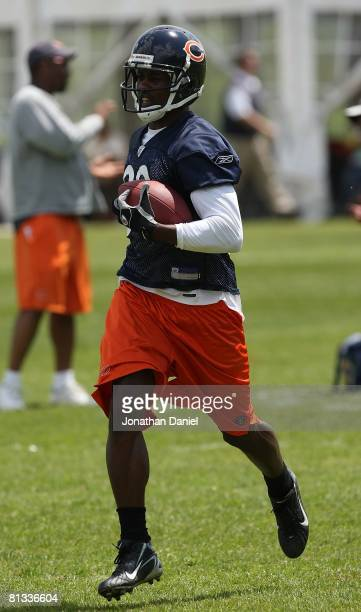 Brandon Lloyd of the Chicago Bears participates during a mini-camp practice on May 31, 2008 at Halas Hall in Lake Forest, Illinois.