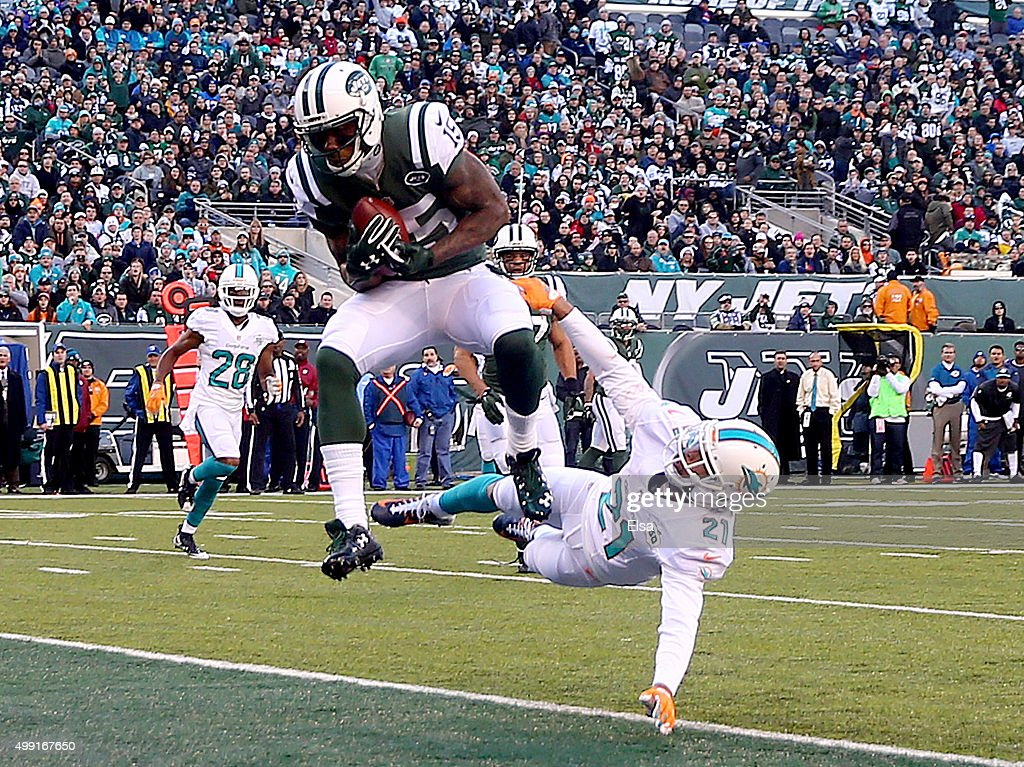 Brandon Marshall #15 of the New York Jets makes the catch for the touchdown as Brent Grimes #21 of the Miami Dolphins defends on November 29, 2015 at MetLife Stadium in East Rutherford, New Jersey.