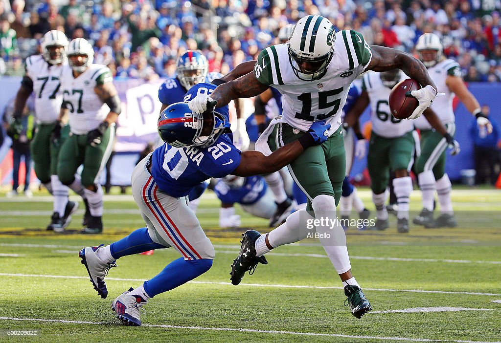 Brandon Marshall #15 of the New York Jets runs with the ball against Prince Amukamara #20 of the New York Giants at MetLife Stadium on December 6, 2015 in East Rutherford, New Jersey.