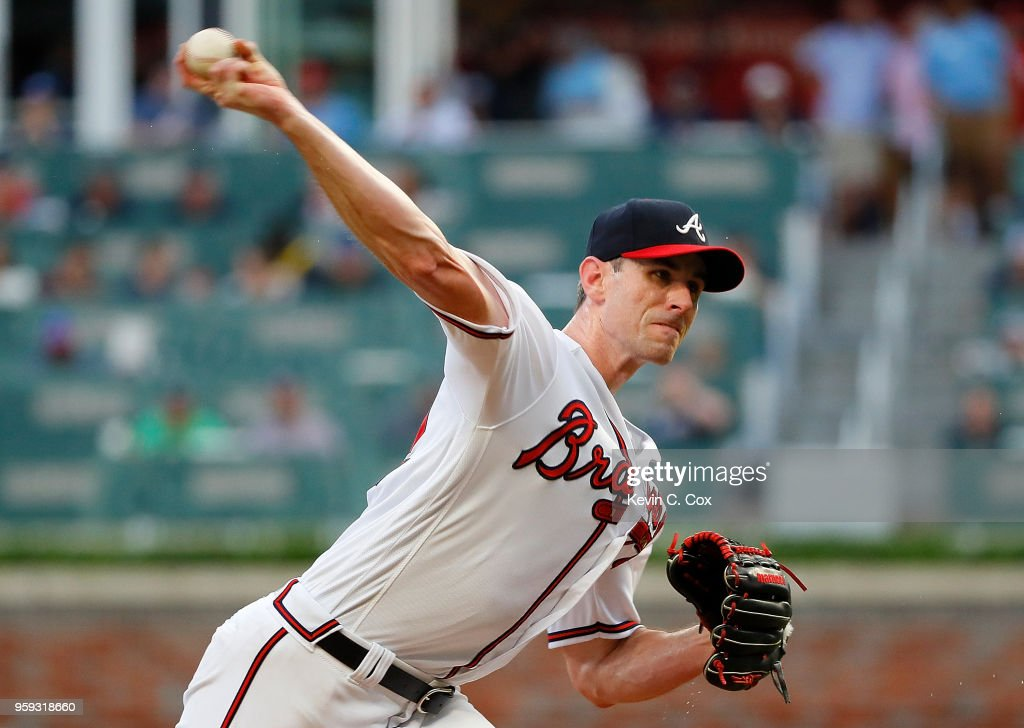 Brandon McCarthy #32 of the Atlanta Braves pitches in the first inning against the Chicago Cubs at SunTrust Park on May 16, 2018 in Atlanta, Georgia.