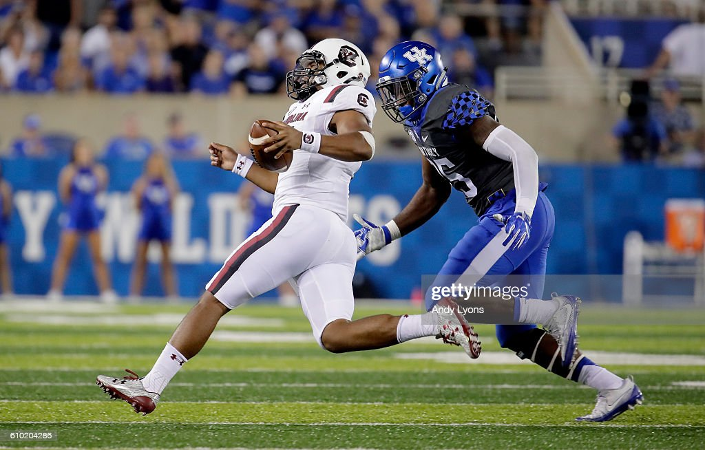 Brandon McIlwain #11 of the South Carolina Gamecocks runs with the ball against the Kentucky Wildcats at Commonwealth Stadium on September 24, 2016 in Lexington, Kentucky.