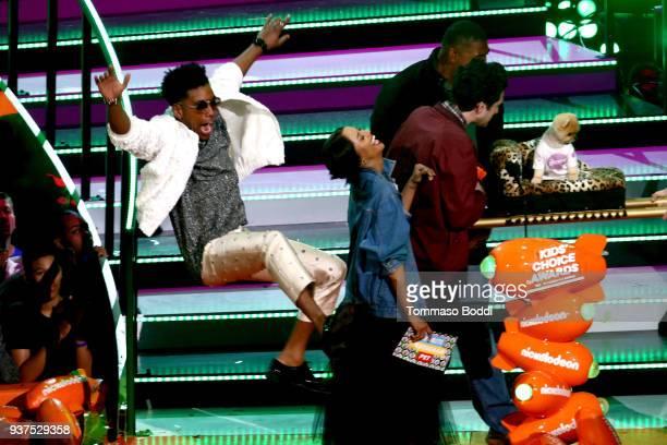 Brandon Mychal Smith Kat Graham Ben Schwartz and Omar Benson Miller present Favorite Instagram Pet award to Jiffpom onstage at Nickelodeon's 2018...