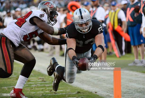 Brandon Myers of the Oakand Raiders beats Lavonte David of the Tampa Bay Buccaneers to the flag for a four yard touchdown in the fourth quarter of an...