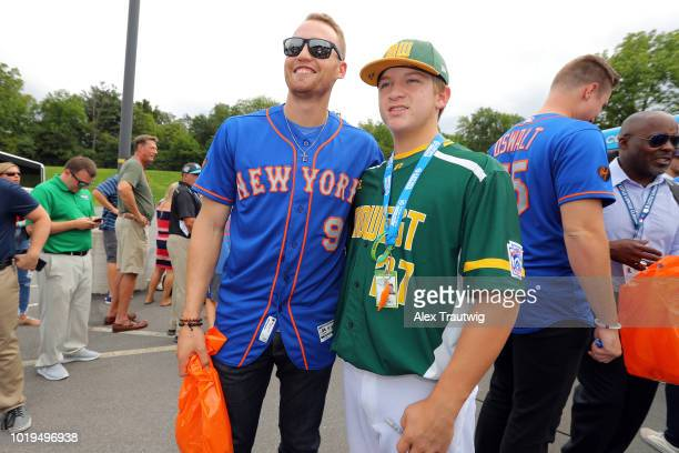 Brandon Nimmo of the New York Mets poses for a photo with Brody Watson of the Midwest team during the 2018 Little League World Series on Sunday...