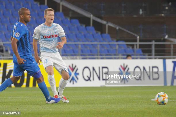 Brandon O'Neill of Sydney FC and Gleidionor Figueiredo Pinto Junior of Ulsan Hyundai FC action during an AFC Champions League Group stage Ulsan...