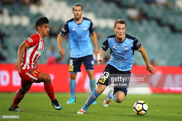Brandon O'Neill of Sydney FC runs the ball during the round 11 ALeague match between Sydney FC and Melbourne City FC at Allianz Stadium on December...