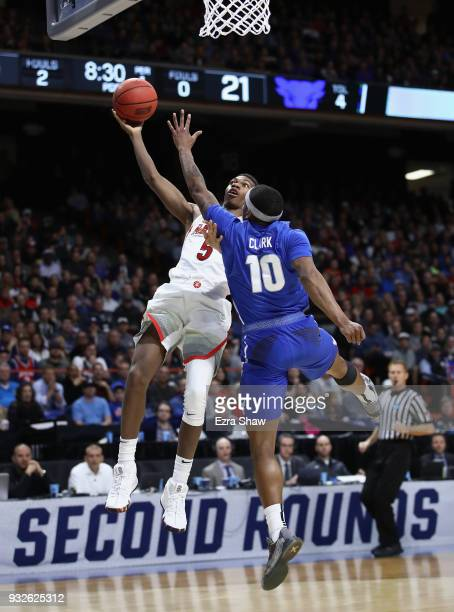 Brandon Randolph of the Arizona Wildcats drives to the basket against Wes Clark of the Buffalo Bulls during the first round of the 2018 NCAA Men's...