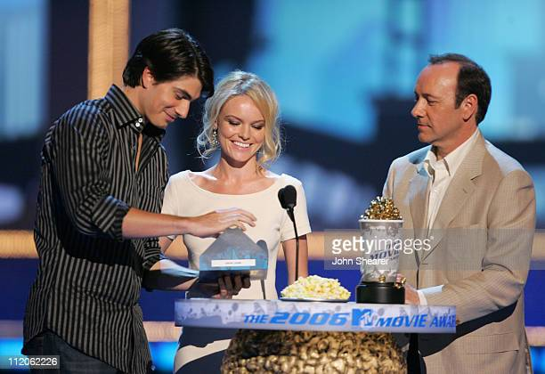 Brandon Routh Kate Bosworth and Kevin Spacey present the Best Hero award