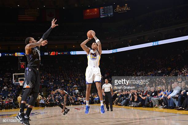 Brandon Rush of the Golden State Warriors shoots against the Phoenix Suns on December 16 2015 at Oracle Arena in Oakland California NOTE TO USER User...