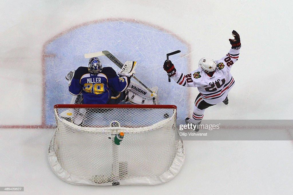 Chicago Blackhawks v St. Louis Blues - Game One : News Photo