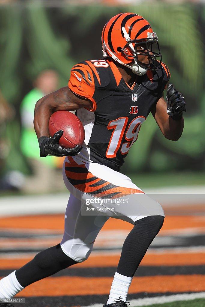 Brandon Tate of the Cincinnati Bengals runs the football upfield ...
