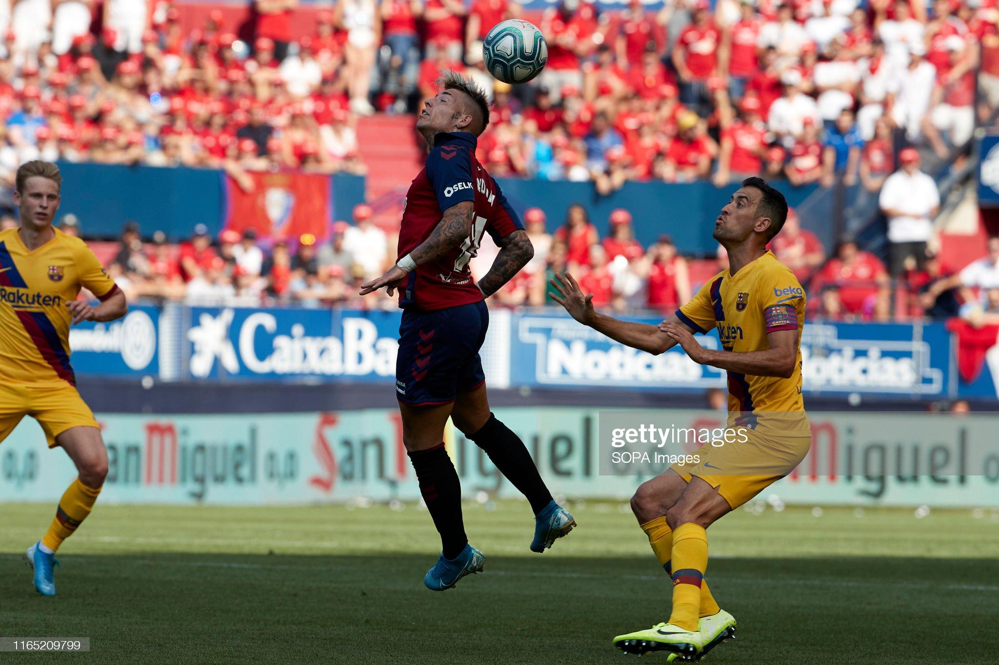 صور مباراة : أوساسونا - برشلونة 2-2 ( 31-08-2019 )  Brandon-thomas-llamas-and-sergio-busquets-in-action-during-the-la-picture-id1165209799?s=2048x2048