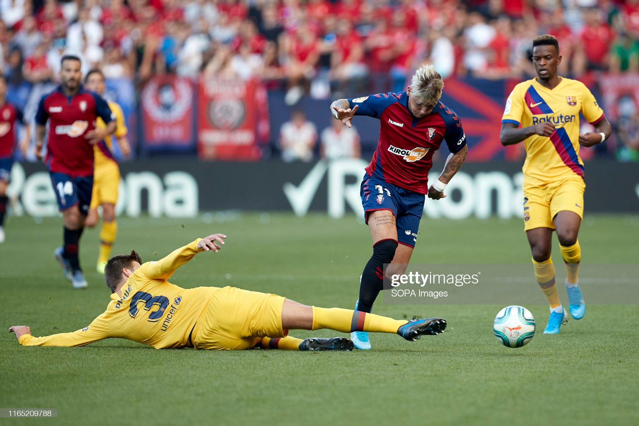 صور مباراة : أوساسونا - برشلونة 2-2 ( 31-08-2019 )  Brandon-thomas-llamas-gerard-piqu-and-nelson-semedo-in-action-during-picture-id1165209788?s=2048x2048