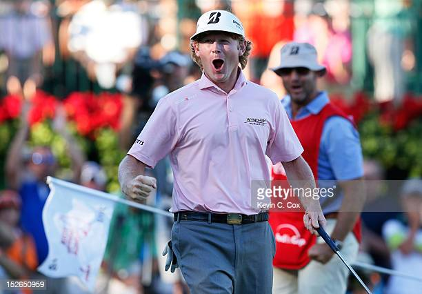 Brandt Snedeker celebrates on the 18th green after his three stroke victory at the TOUR Championship to clinch the FedExCup as his caddie Scott Vail...