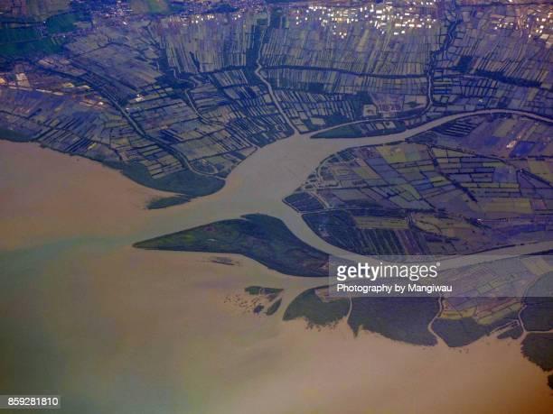 brantas river delta - llanura costera fotografías e imágenes de stock