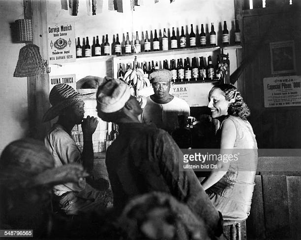 Brasil population scene from a riverside pub in Amazonia Series 'From the life of a rubber collector' 1937 BIZ 48/1937