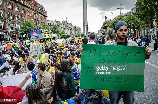 Brasileiros moradores de Dublin, Irlanda, apoiando a onda de protestos no Brazil através de um manifesto pacífico. Brazilians living in Dublin,...