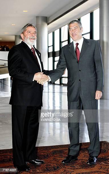 Brazilian President Luiz Inacio Lula da Silva and Portugal's Primer Minister Jose Socrates shake hands during the welcome ceremony at the Planalto...