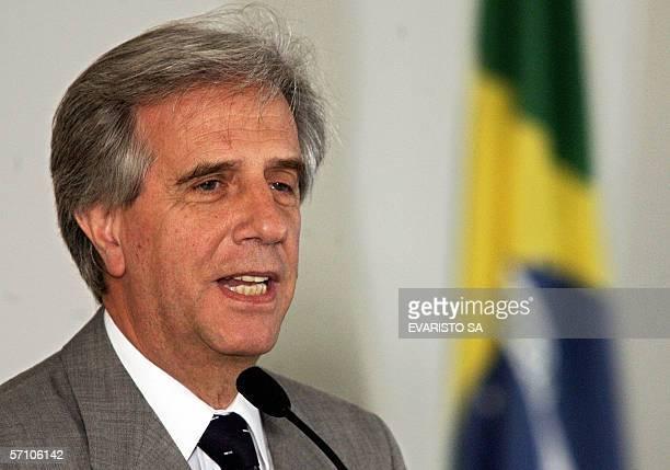 El presidente de Uruguay, Tabare Vazquez habla durante una ceremonia de firma de acuerdos en el Palacio del Planalto el 16 de marzo de 2006 en...