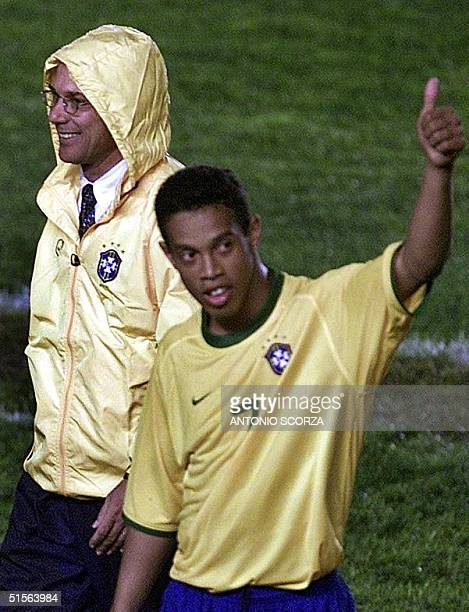 Brasilian player Ronaldinho Gaucho salutes to the fan when he leaves the field for a change order by the coach Wanderley Luxemburgo 03 September 2000...
