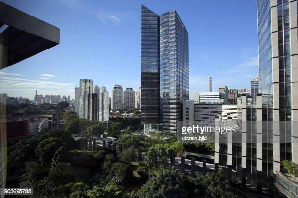 Brasilien wenige Monate vor der Fussball WM Alltag in Sao Paolo Hochhäuser