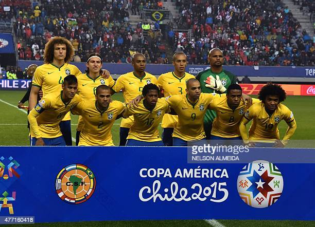 Brasil's footballers pose for pictures before the start of their 2015 Copa America football championship match against Peru in Temuco Chile on June...