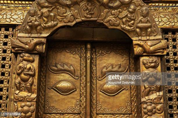 brass doorway of nateshwar temple, dedicated to the newari god of music, kathmandu - 仏陀の目 ストックフォトと画像