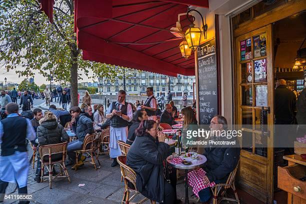 brasserie de l'ile saint louis - brasserie stock pictures, royalty-free photos & images