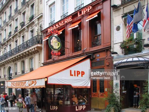 brasserie lipp, historic cafe in paris - ブラッスリー ストックフォトと画像