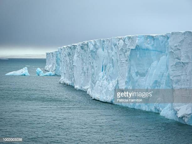 brasvellbreen, svalbard is the largest glacier front in the northern hemisphere. - glacier stock pictures, royalty-free photos & images