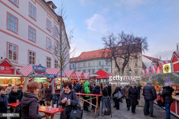 Zu Weihnachten, des Täufers beherrscht (Hauptplatz) Bratislava-Slowakei