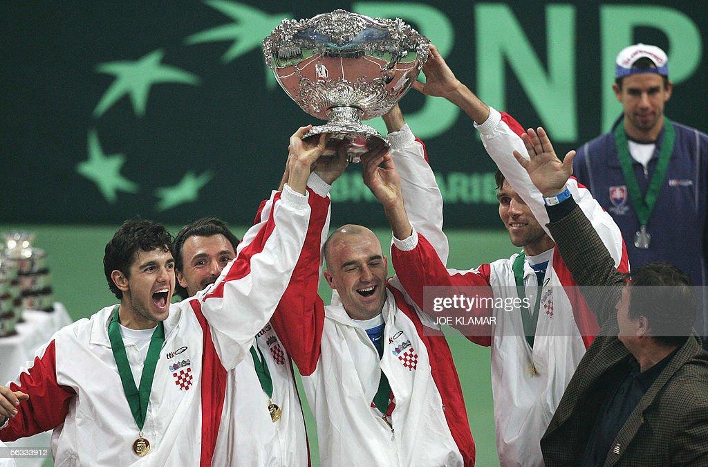 Croatia's (L-R) Mario Ancic, Goran Ivani : News Photo
