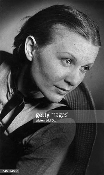 Braun Kaethe * Actress Germany portrait 1943 photographer Charlotte Willott Published by 'Das 12 Uhr Blatt' Vintage property of ullstein bild