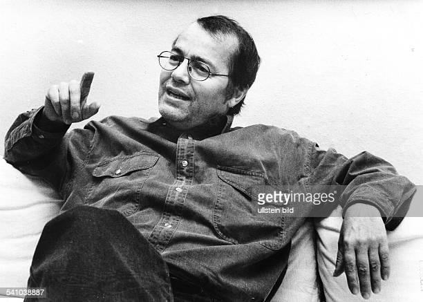 Braun Volker *Schriftsteller Dramatiker D Halbportrait 1991