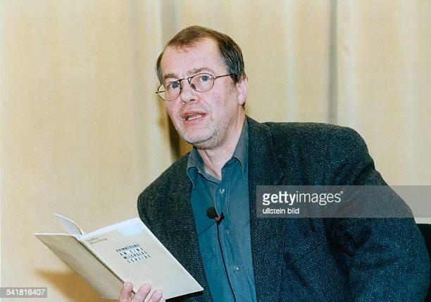 Braun Volker *Schriftsteller Dramatiker D liest aus dem Buch 'Erinnerung an eineMilchglasscheibe' von Steffen Mensching