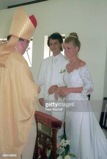 Braut Angelina Pappini Bräutigam Christian Fresz Prälat Bieler Hochzeit Kirche Notre Dame Auxilatrice Chapelle Catholique Triolet am Mauritius