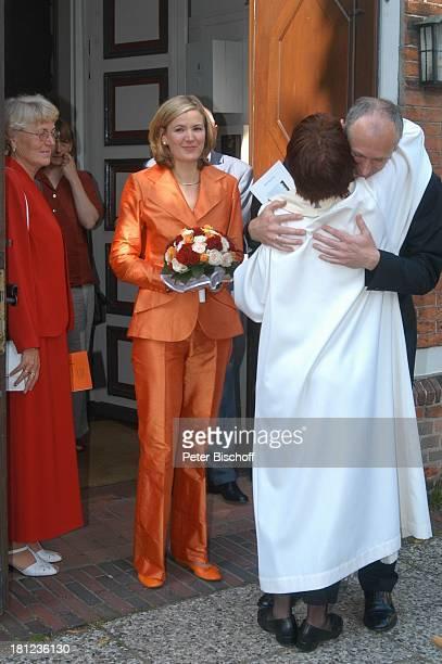 Braut Heike Götz Bräutigam Detlef Lafrentz Pastorin Hochzeit von Heike Götz und Detlef Lafrentz vor der EvangelischLutherischen Pfarrkirche St Petri...