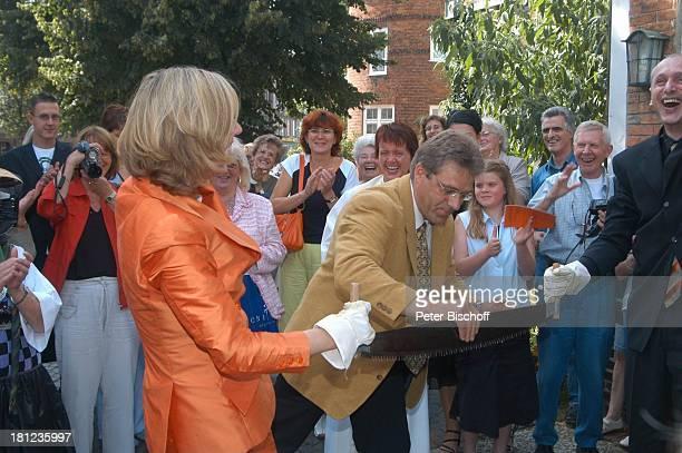 Braut Heike Götz Dieter Hartwigsen Bräutigam Detlef Lafrentz Hochzeitsgäste Hochzeit von Heike Götz und Detlef Lafrentz vor der E v a n g e l i s c...
