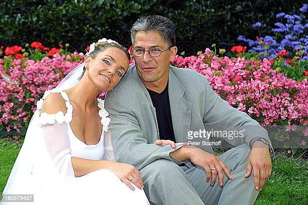 Braut Iris Remmertz Ehemann und Bräutigam Hansjörg Criens Hochzeitsfeier Mönchengladbach Kaiser FriedrichHalle nach der kirchlichen Trauung Hochzeit...