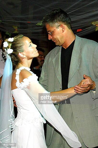 Braut Iris Remmertz und Bräutigam Hansjörg Criens Hochzeitsfeier Mönchengladbach Kaiser FriedrichHalle nach der kirchlichen Trauung Hochzeit...