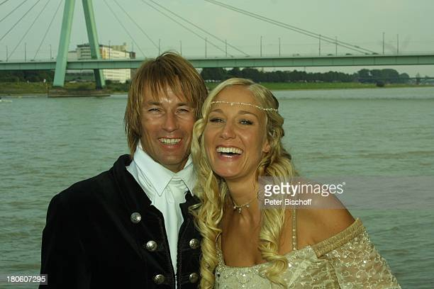 Braut Janine Kunze Bräutigam Dirk Budach nach der kirchlichen Trauung Janine Kunze mit Dirk Budach Köln Hochzeit Brücke P Nr 838 2002