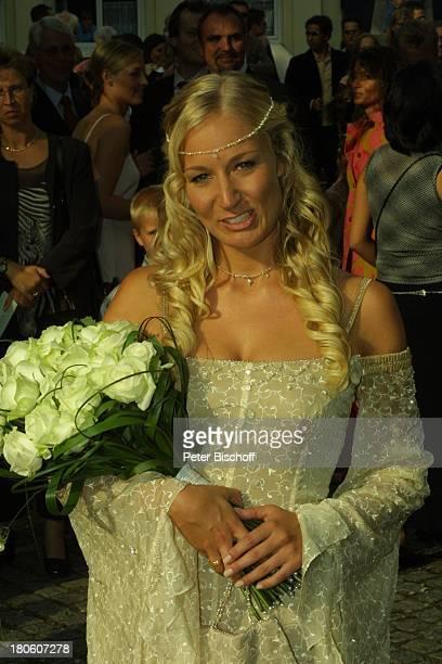 Braut Janine Kunze kirchliche Trauung Janine Kunze mit Dirk Budach Köln vor der Kirche StGereon Hochzeit Brautstrauß Hochzeitskleid Brautkleid P Nr...